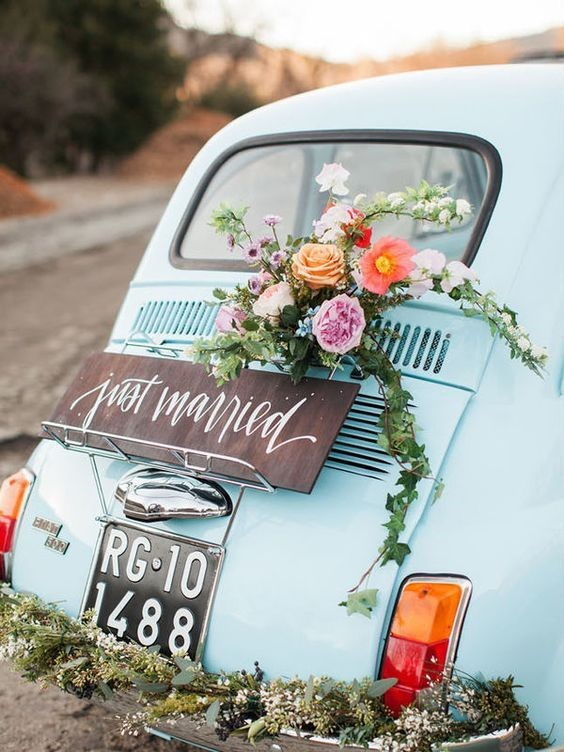 Vintage car 'Just Married'